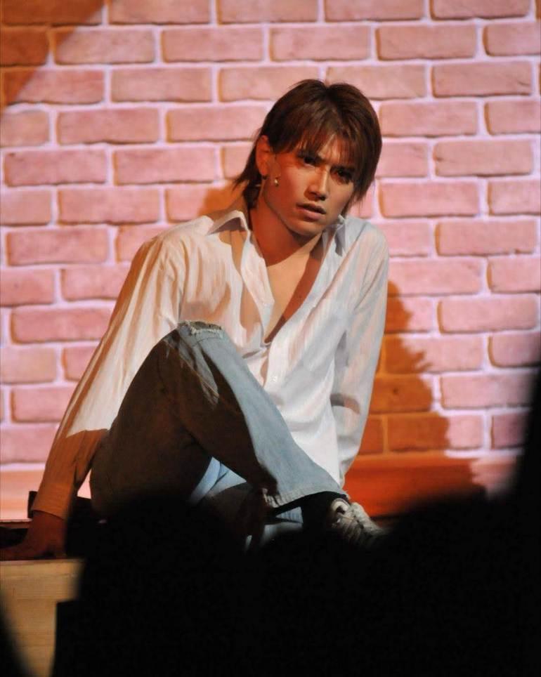 ミュージカルサークルの卒業公演でプリンシパルの役を演じる私