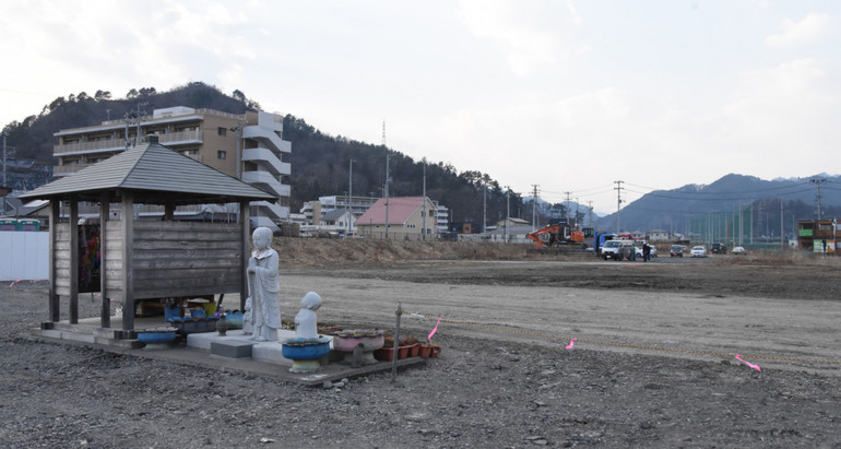 更地となった旧庁舎跡地(出典:岩手日報 https://www.iwate-np.co.jp/article/2019/3/3/48289)