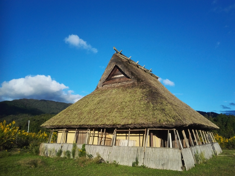 丹後半島で桃源郷「五十河茅葺き村」を創るプロジェクト。 「古き良き ...