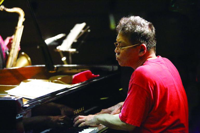 板橋文夫(ピアノ)