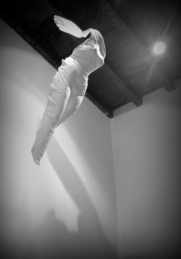 Makotoの作品「白い人間の抜け殻」